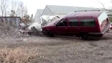 Masakr na vrakovišti – nezničitelné Volvo nic nezastaví