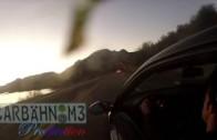 BMW M3 nevybere zatáčku a zřítí se ze skály