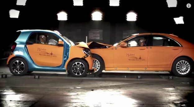 crash-test-smart-vs-mercedes