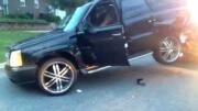 Exekuce auta špatně dopadla – majitelka ho radši rozmlátila