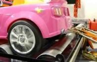 Kolik má koní růžový Barbie Mustang? Plastová příšera na brzdě