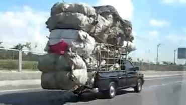 Lojzo nalož to! Top 10 – neuvěřitelně přetížené náklaďáky