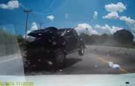 Splašený pick-up smete protijedoucí auta