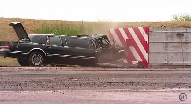 Čelní náraz limuzíny v rychlosti 50mph