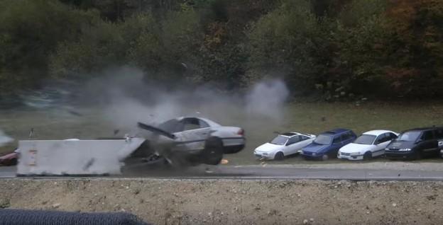 crash test v rychlosti 200 km/h