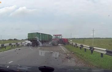 Nehoda, při které je nabourán traktor