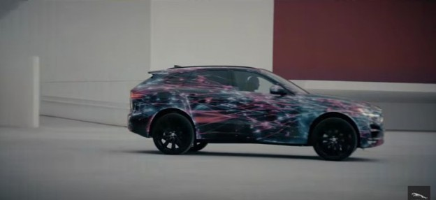Jaguar F-PACE se představuje