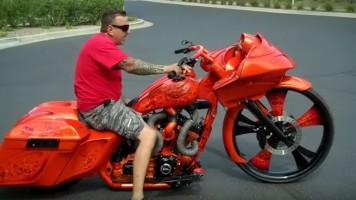 30 palců na předním kole motorky