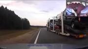 Opilý řidič návěsu plného aut ujíždí policii