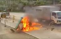 Živá pochodeň – rikša narazila do protijedoucího auta a vzplála