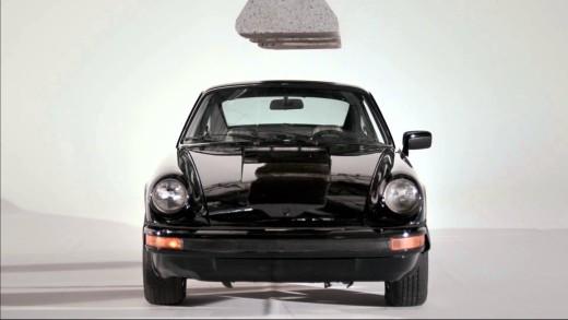 Tohle je hnus! Rozdrcené Porsche 911 SC v reklamě na hadry