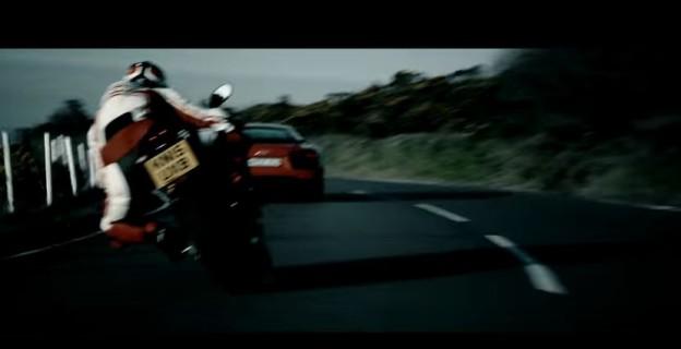 Audi R8 vs Ducati na ostrově Man
