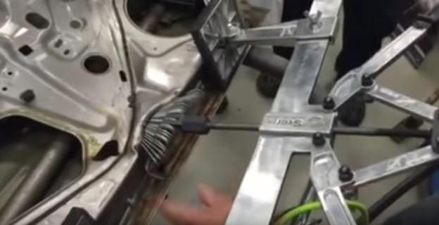 Jak opravit nabourané dveře?