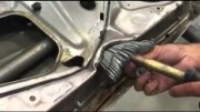 Oprava nabouraných dveří – umí tohle váš klempíř?
