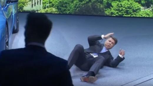 Šéf BMW Harald Krueger na tiskové konferenci zkolaboval