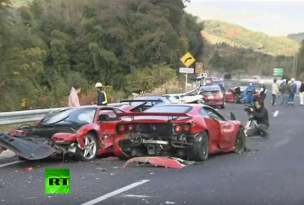 Osm Ferrari se srazio v Japonsku