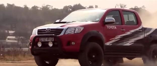 Upravená Toyota Hilux má výkon 455 koní.