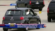 Žádný papamobil – Papež František odjel z letiště ve Fiatu 500 L