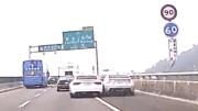 Závodníci na dálnici smetou auto, které předjíždějí