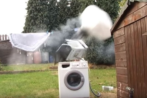 airbag exploduje v mikrovlnce