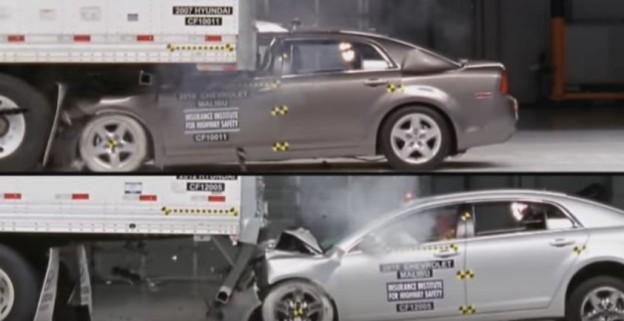 Osobák při crash testu najede pod kamion