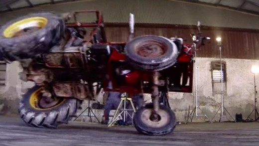 Když traktor driftuje, držte se raději dále