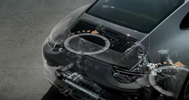 Carrera S má nově řiditelnou zadní nápravu