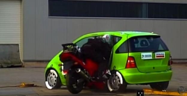 Crash test motorkáře