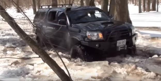 Toyota Tacoma jede jako ledoborec