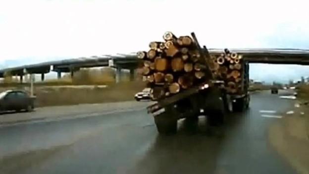 Kamion jede po dvou kolech