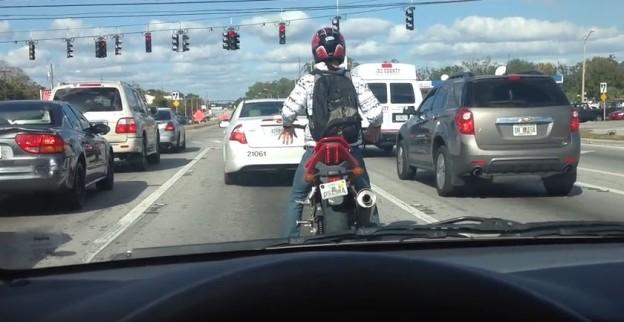 Tanec za řídítky motorky