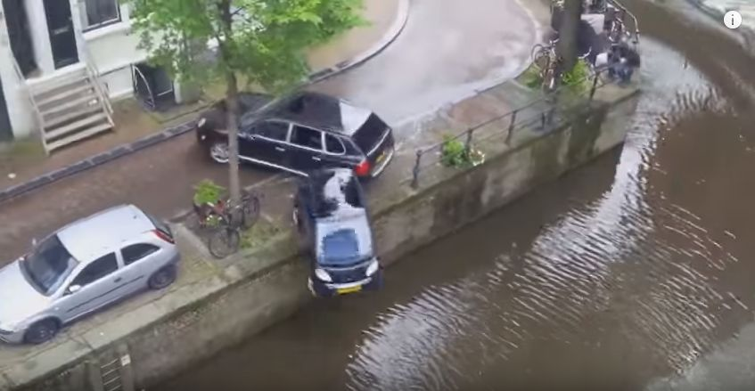 porsche-smart-accident