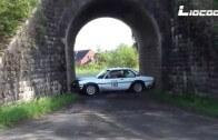 A je v pasti! Řidič Opelu se sám zablokoval pod viaduktem