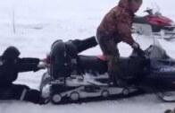 Opilého Rusa málem sežral sněžný skůtr – další kandidát na Darwinovu cenu