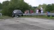 Splašený maluch – když dáte do Fiatu 126p motor z Hondy CBR 900 RR