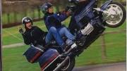 Videa motorek na zadním – a jezdců na zádech