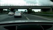 Bláznivý Turek kličkuje na dálnici mezi auty v Audi TT