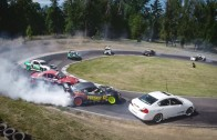 Driftovací paráda – 12 aut v jedné zatáčce