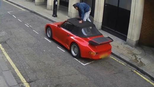 Porsche s rozřezanou střechou